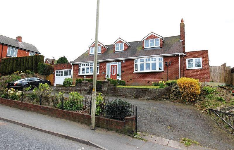 3 Bedrooms Detached Bungalow for sale in Gospel End Street, SEDGLEY
