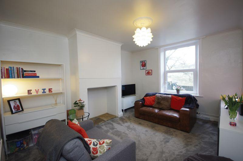 4 Bedrooms Terraced House for sale in Hollins Terrace, Triangle, HX6 3LP