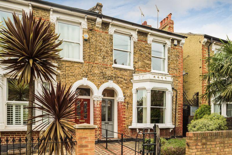 5 Bedrooms Semi Detached House for sale in Sundorne Road, Charlton