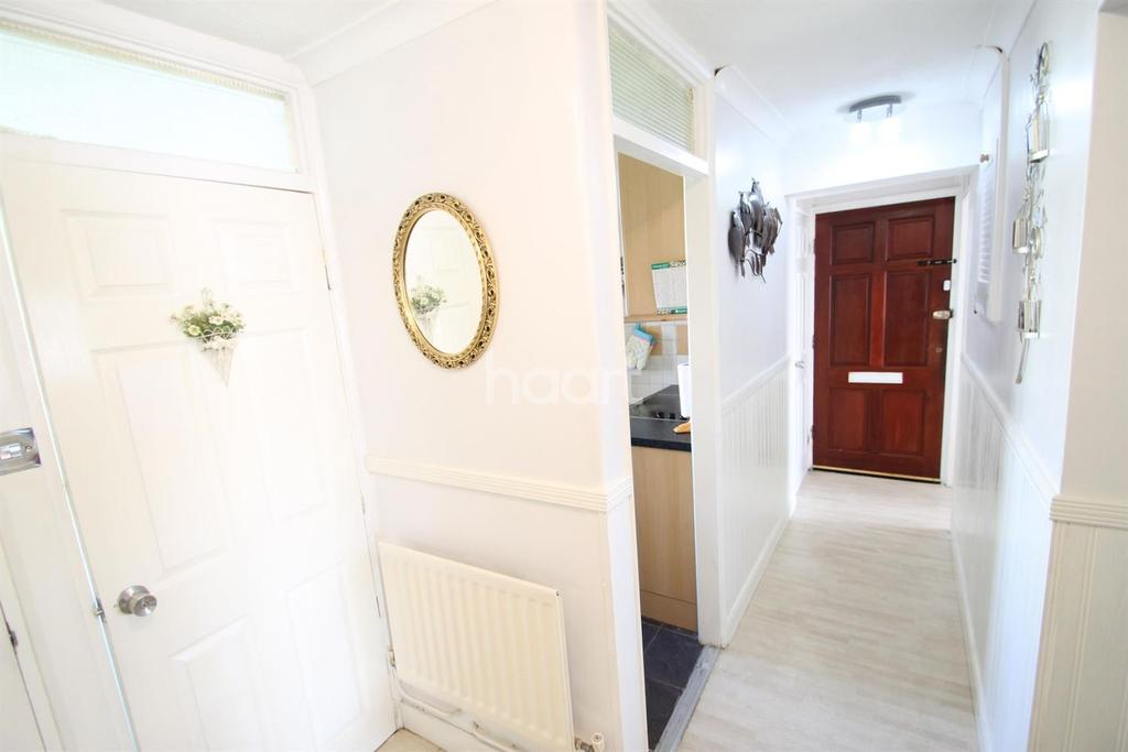 3 Bedrooms Flat for sale in West Molesey