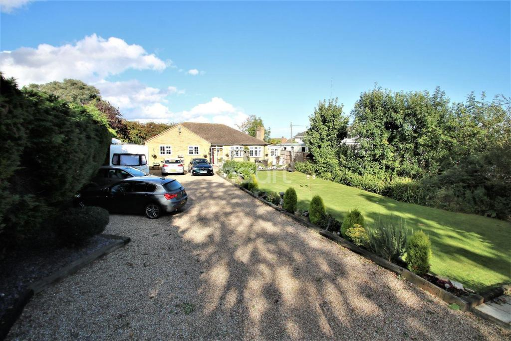 4 Bedrooms Bungalow for sale in Great Clacton