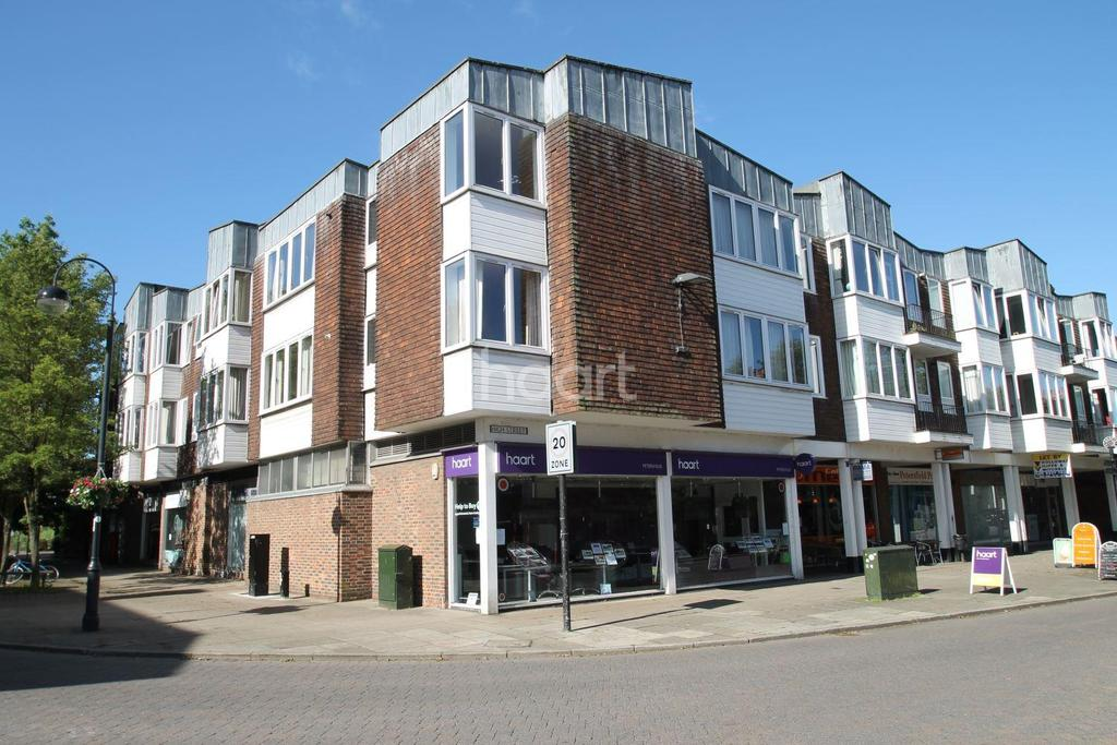 2 Bedrooms Flat for sale in Dolphin Court, High Street, Petersfield