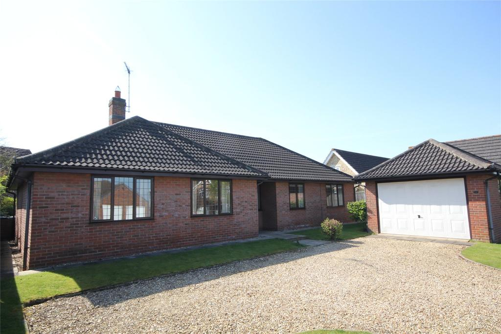 3 Bedrooms Detached Bungalow for sale in Clay Hill Road, Sleaford, NG34