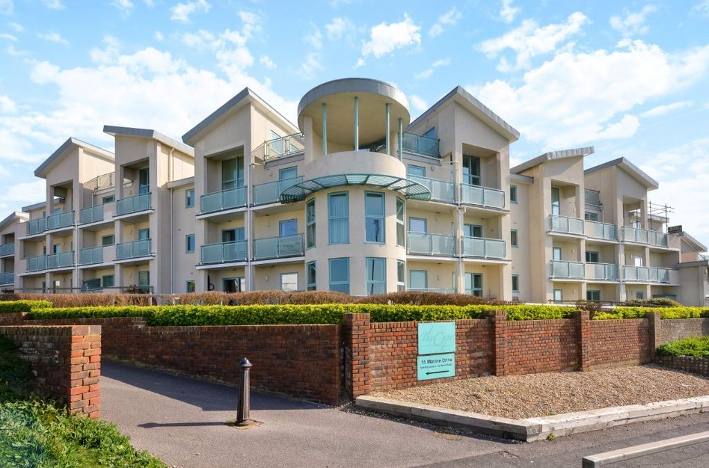 3 Bedrooms Flat for sale in Marine Drive Rottingdean East Sussex BN2