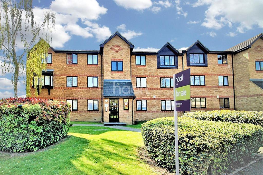 2 Bedrooms Flat for sale in Greenslade Road, Barking, Essex