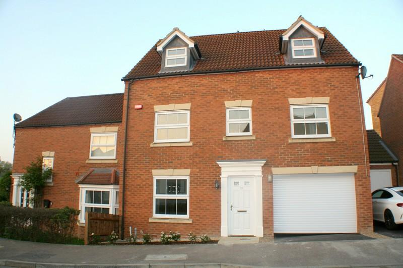 5 Bedrooms Semi Detached House for sale in Monarch Drive, Kemsley, Sittingbourne ME10