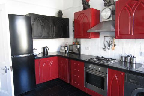 3 bedroom flat to rent - The Avenue`s Luxury Hove Apartment