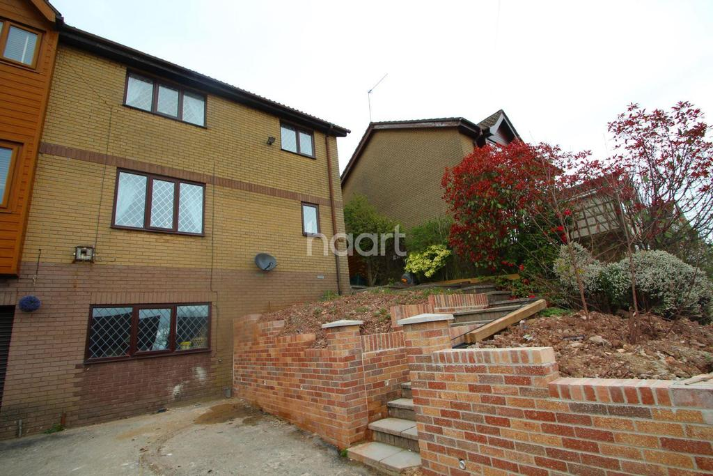 4 Bedrooms Semi Detached House for sale in Cotswold Way, Newport