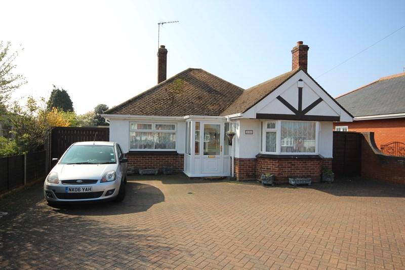 3 Bedrooms Detached Bungalow for sale in North Road, Clacton-On-Sea