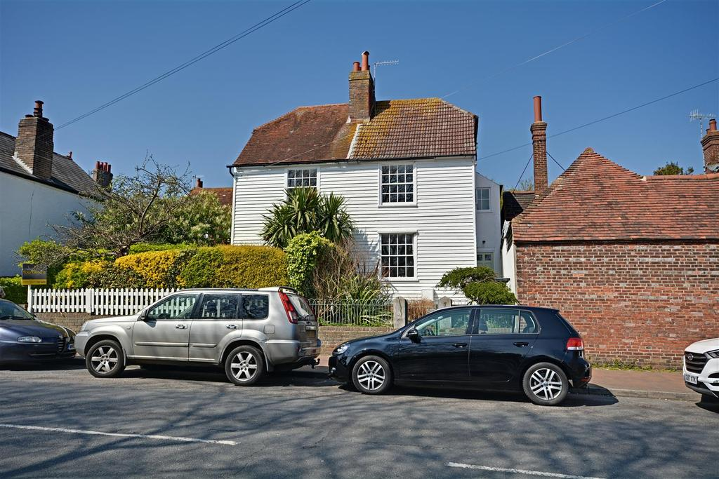 3 Bedrooms Semi Detached House for sale in De La Warr Road, Bexhill-On-Sea