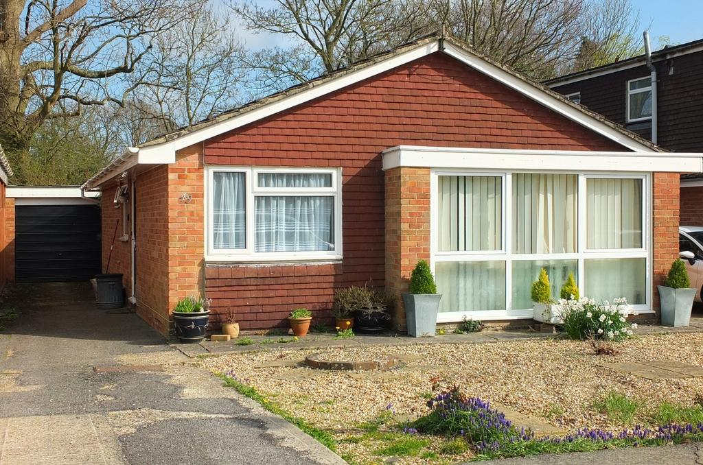 3 Bedrooms Bungalow for sale in Downsview Drive, Wivelsfield Green, RH17