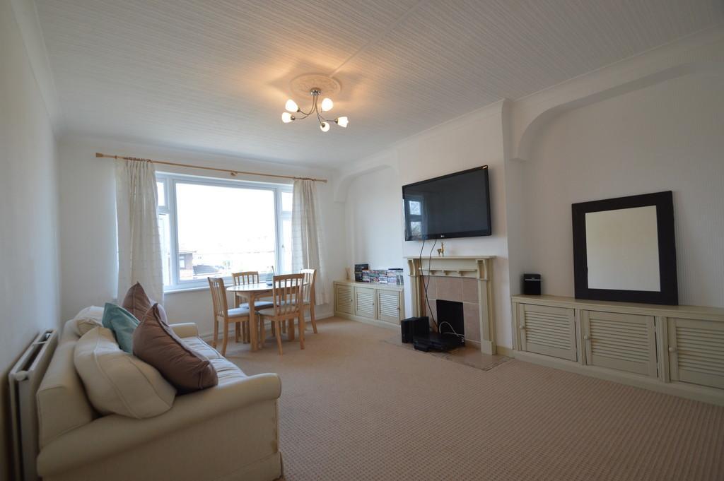 1 Bedroom Flat for sale in Whalebone Lane South, Dagenham