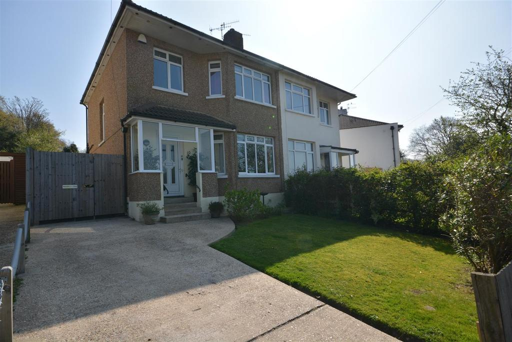 3 Bedrooms Semi Detached House for sale in Lyndhurst Avenue, Hastings