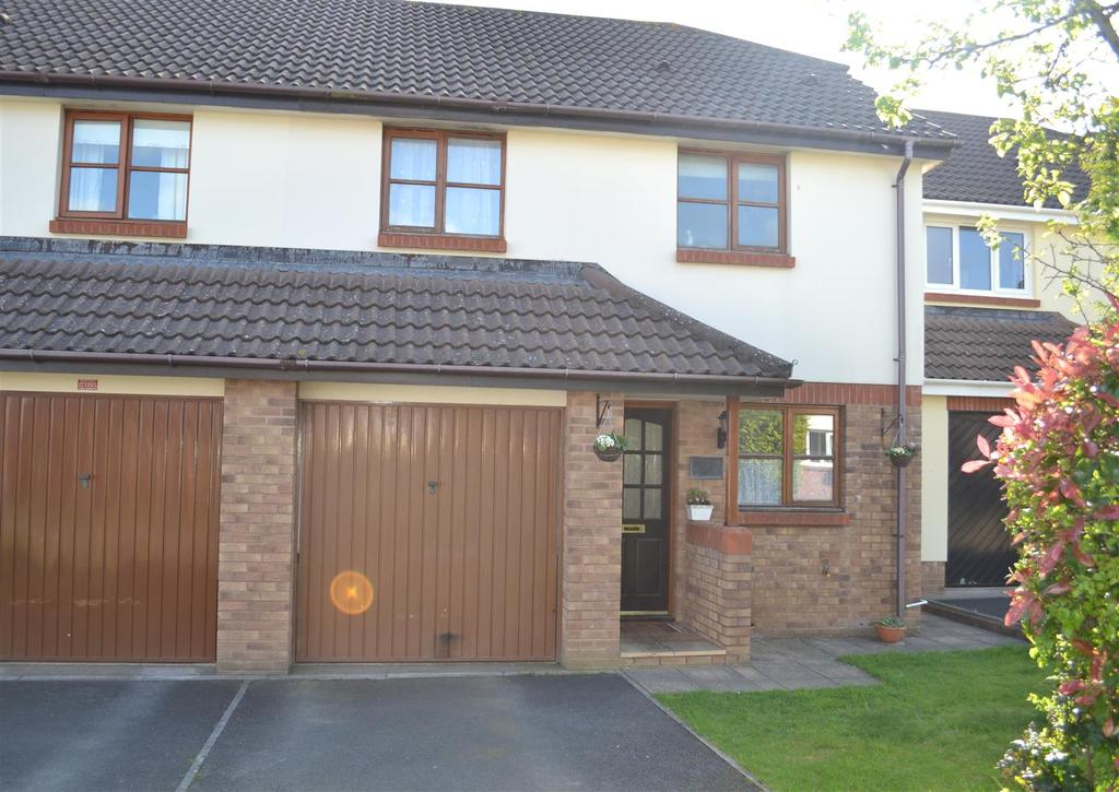 3 Bedrooms Semi Detached House for sale in Hele Rise, Roundswell, Barnstaple