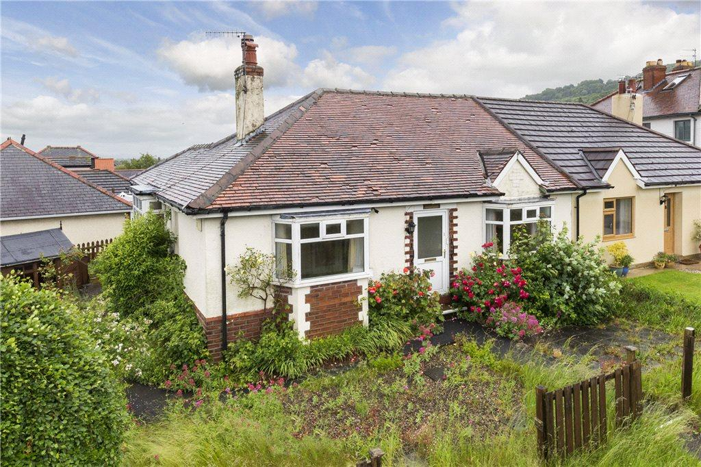 2 Bedrooms Semi Detached Bungalow for sale in Burras Lane, Otley, West Yorkshire