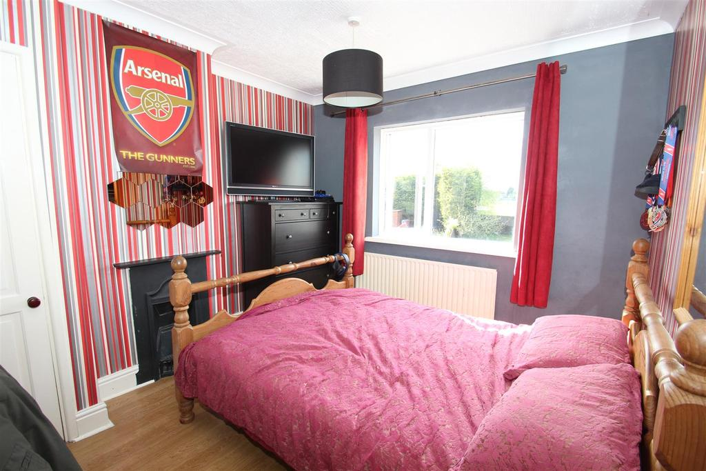 Bedroom furniture wolverhton 3 bed flats for sale bute for Bedroom furniture christchurch