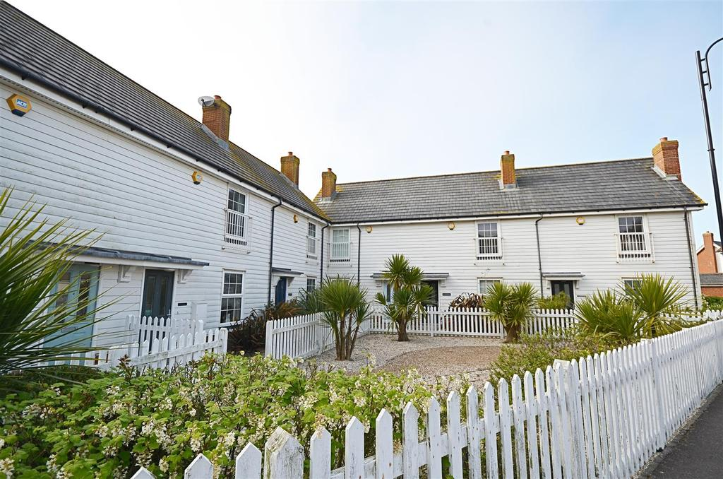 2 Bedrooms Terraced House for sale in Badger Way, Camber, Rye