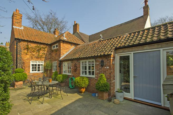 3 Bedrooms Cottage House for sale in Mayfield Cottage, Main Street, Farnsfield, Nottinghamshire NG22 8EA