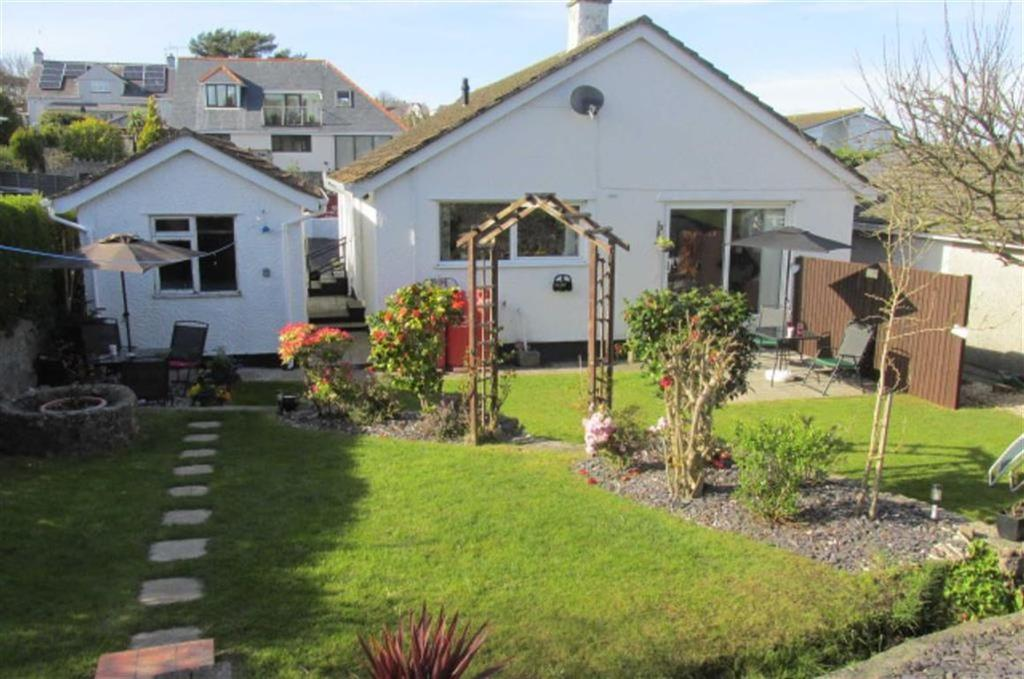 2 Bedrooms Detached Bungalow for sale in Ffordd Cynlas, Benllech, Anglesey