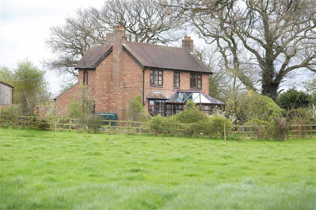 3 Bedrooms Detached House for sale in Woore Road, Buerton, Cheshire