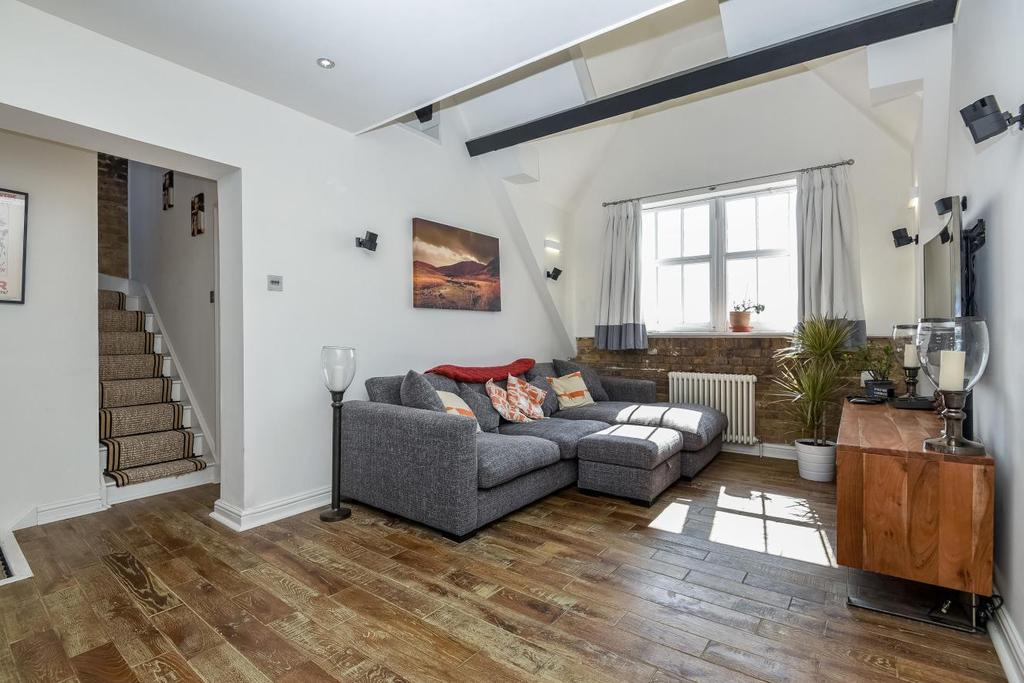 2 Bedrooms Flat for sale in Priory Grove, Clapham