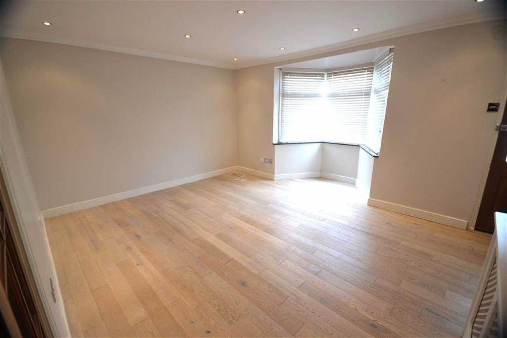 3 Bedrooms End Of Terrace House for sale in Lincoln Court, Borehamwood
