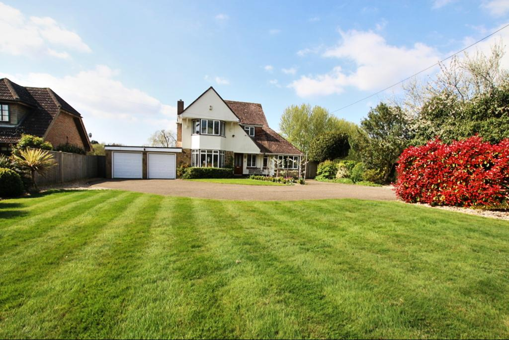 4 Bedrooms Detached House for sale in Hailsham Road, Stone Cross BN24