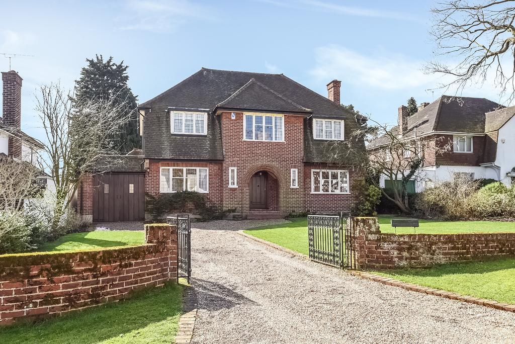 4 Bedrooms Detached House for sale in Yester Park Chislehurst BR7