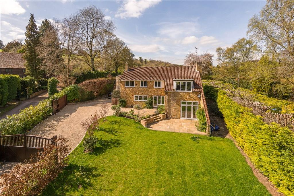 5 Bedrooms Detached House for sale in Barn Lane, Off The Fairmile, Henley-on-Thames, RG9