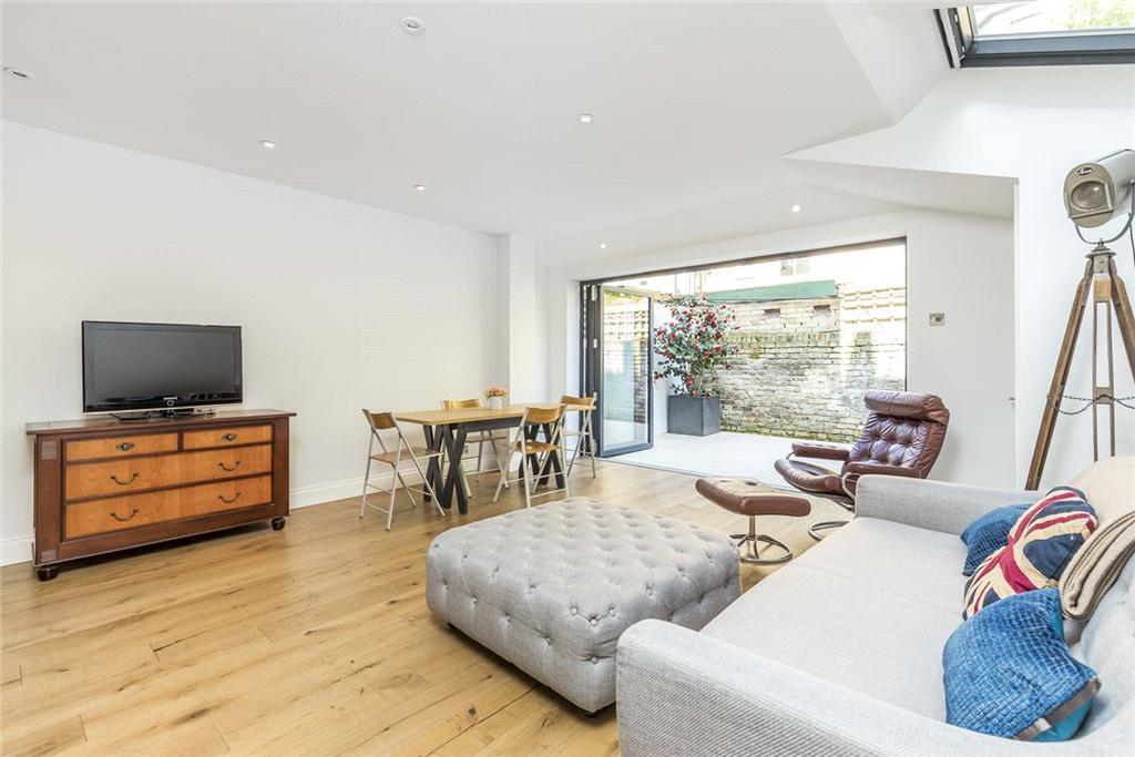 2 Bedrooms Flat for sale in Warriner Gardens, London, SW11