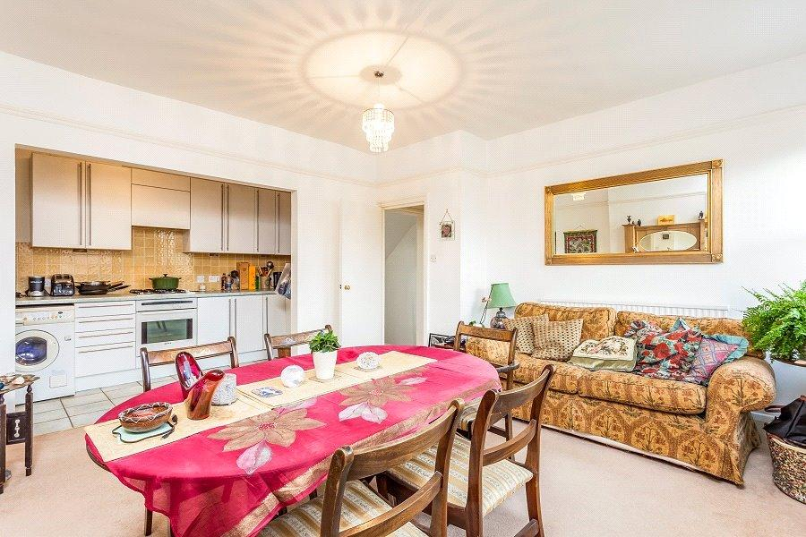 3 Bedrooms Flat for sale in Lady Margaret Road, Kentish Town, London, NW5