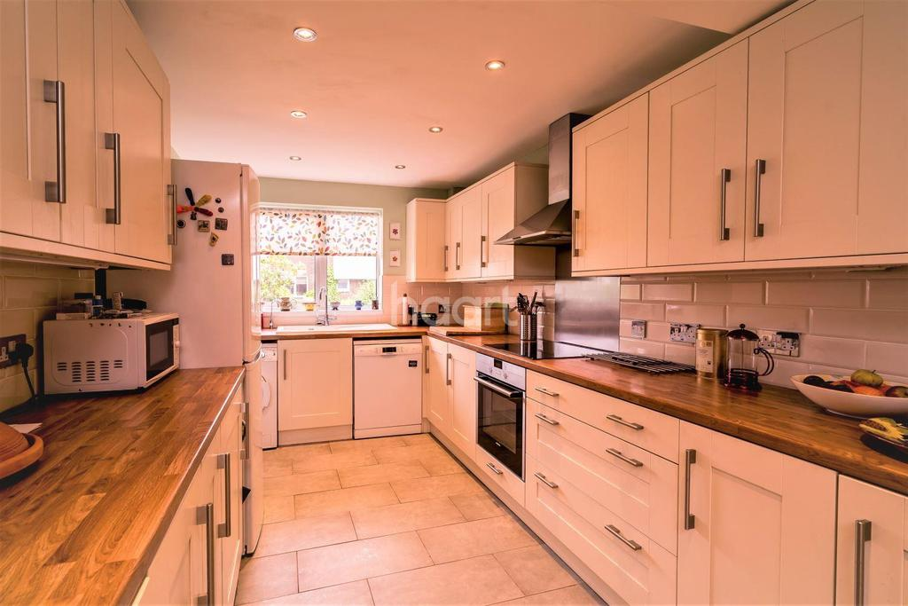 3 Bedrooms Terraced House for sale in Ham Court, Hazel Close, London NW9