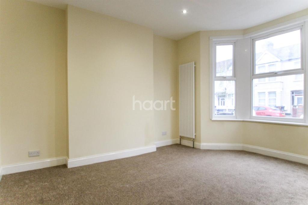 4 Bedrooms Semi Detached House for sale in Southall
