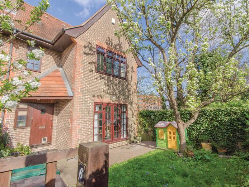 3 Bedrooms End Of Terrace House for sale in Albany Row, N2