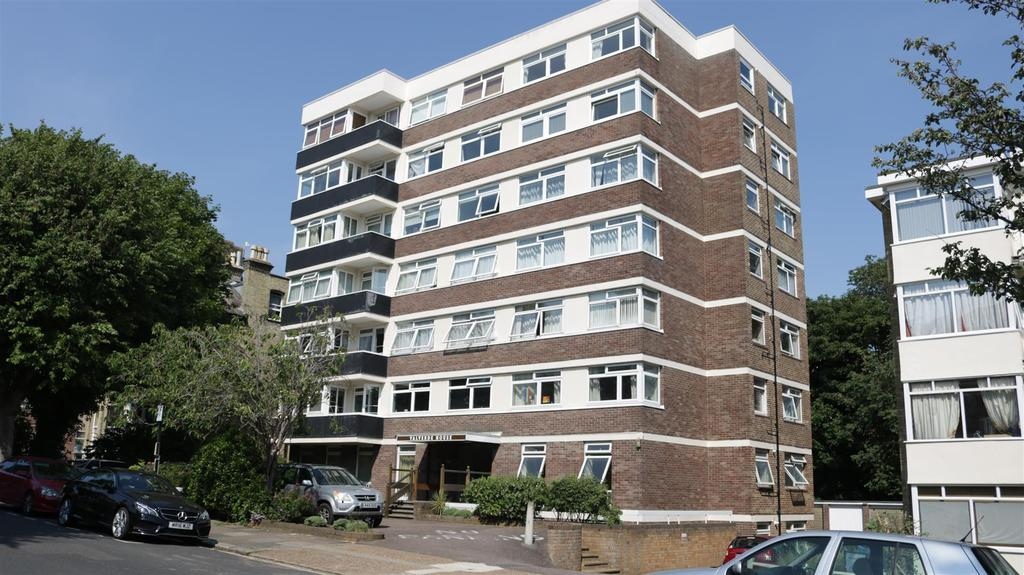 2 Bedrooms Flat for sale in Eaton Gardens