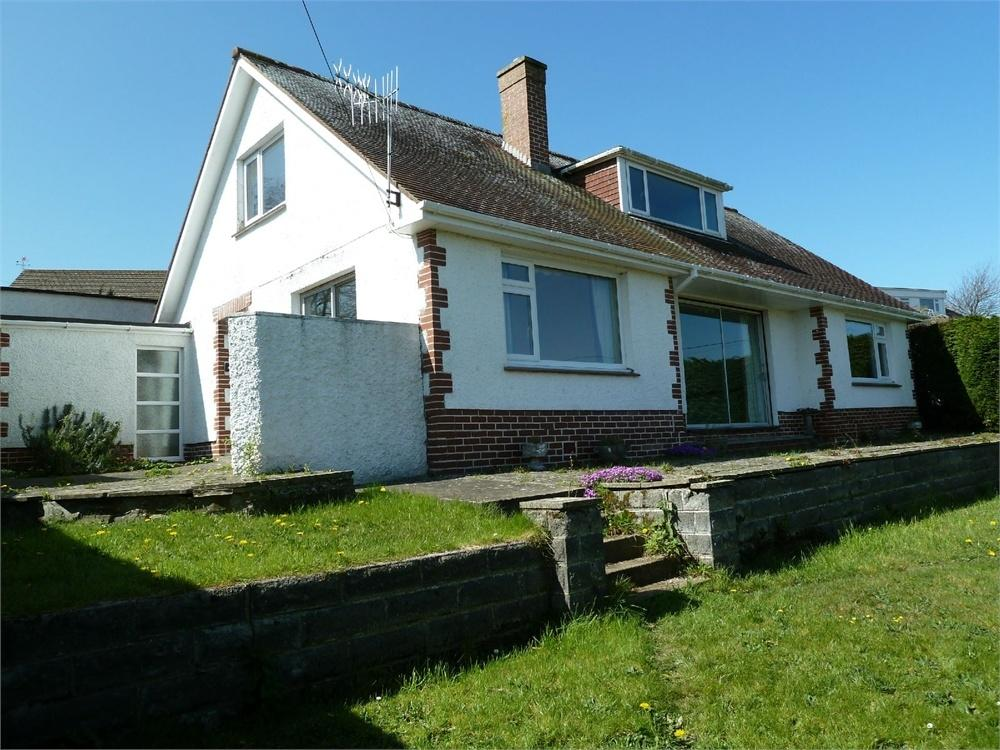 5 Bedrooms Detached Bungalow for sale in Penrhiw, St Dogmaels, Cardigan, Pembrokeshire