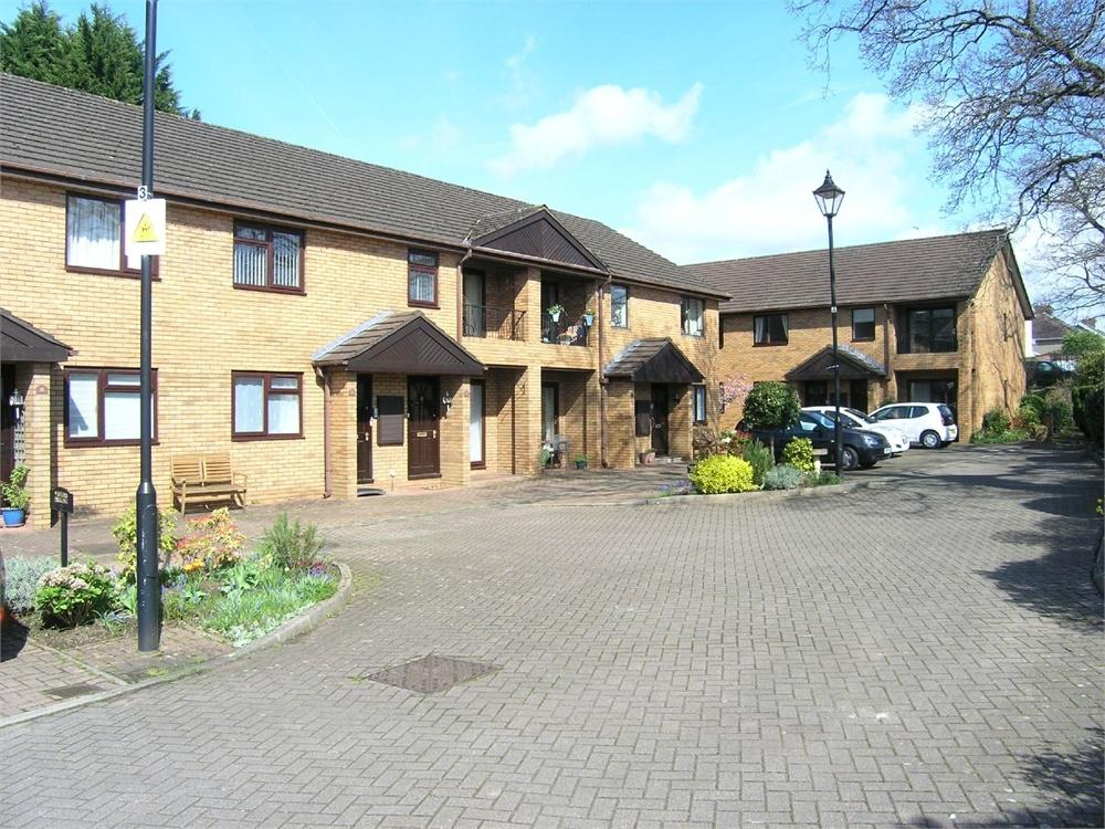 2 Bedrooms Maisonette Flat for sale in Park End Lane, Cyncoed, Cardiff
