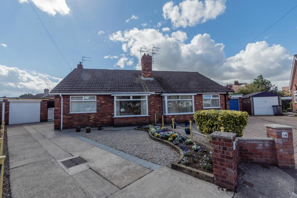 2 Bedrooms Semi Detached Bungalow for sale in Lady Hamilton Gardens, Holgate, YORK