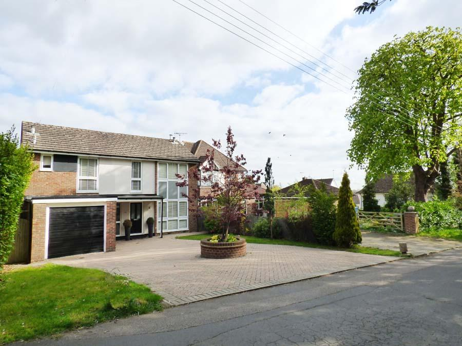 3 Bedrooms House for sale in Oakwood Road, Burgess Hill, RH15