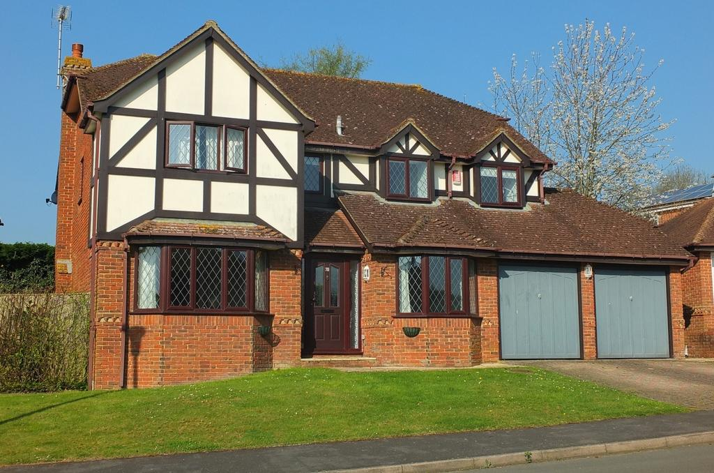 5 Bedrooms House for sale in Farncombe Close, Wivelsfield Green, RH17