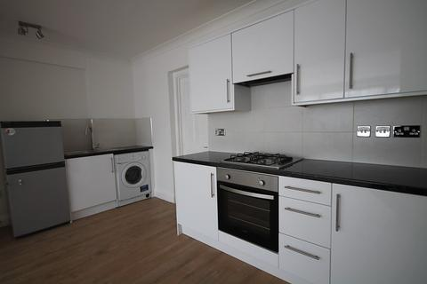 3 bedroom semi-detached house to rent - The Drive, Feltham, TW14