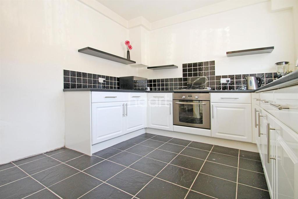 3 Bedrooms Terraced House for sale in Mayesbrook Road, Dagenham