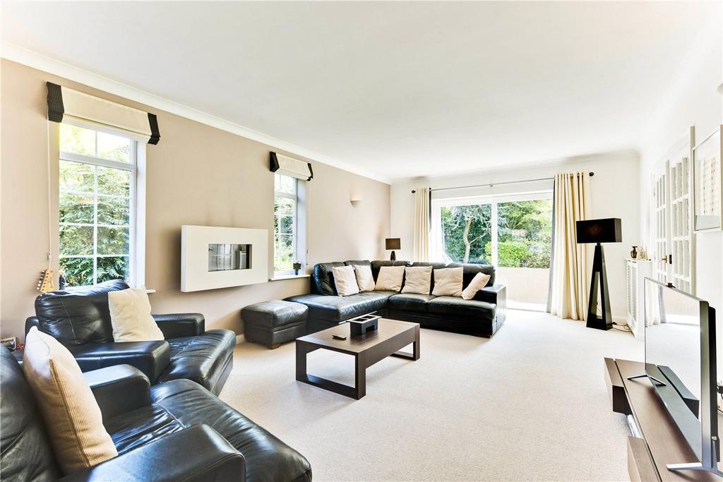 5 Bedrooms Detached House for sale in Charlton Kings, Weybridge, Surrey, KT13