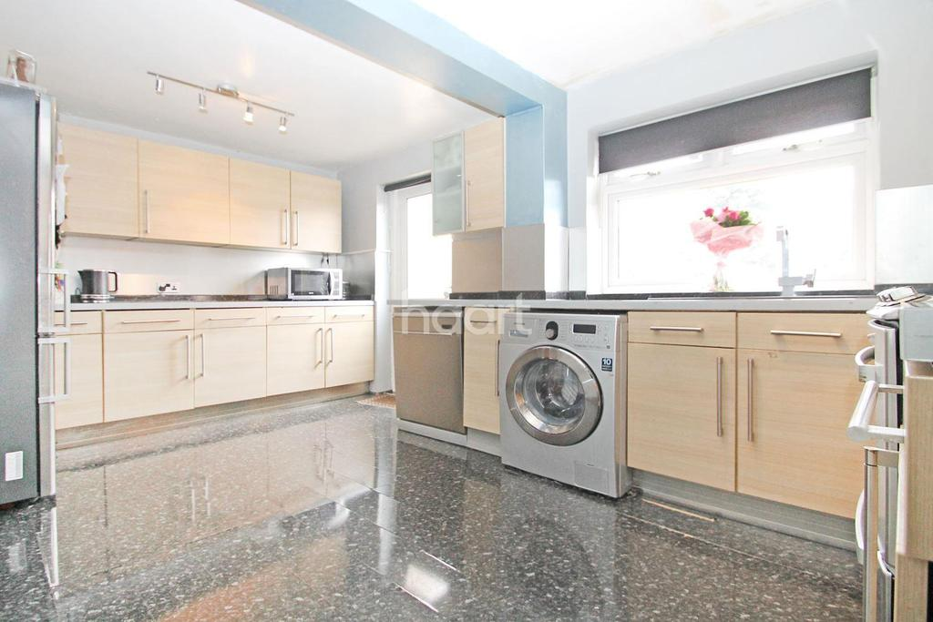 4 Bedrooms End Of Terrace House for sale in Primrose Avenue, Chadwell Heath