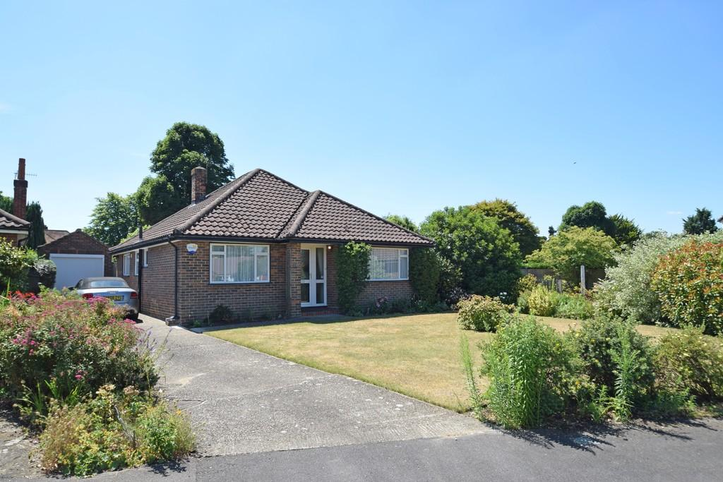 3 Bedrooms Detached Bungalow for sale in Ashcroft, Shalford, Guildford GU4 8JT