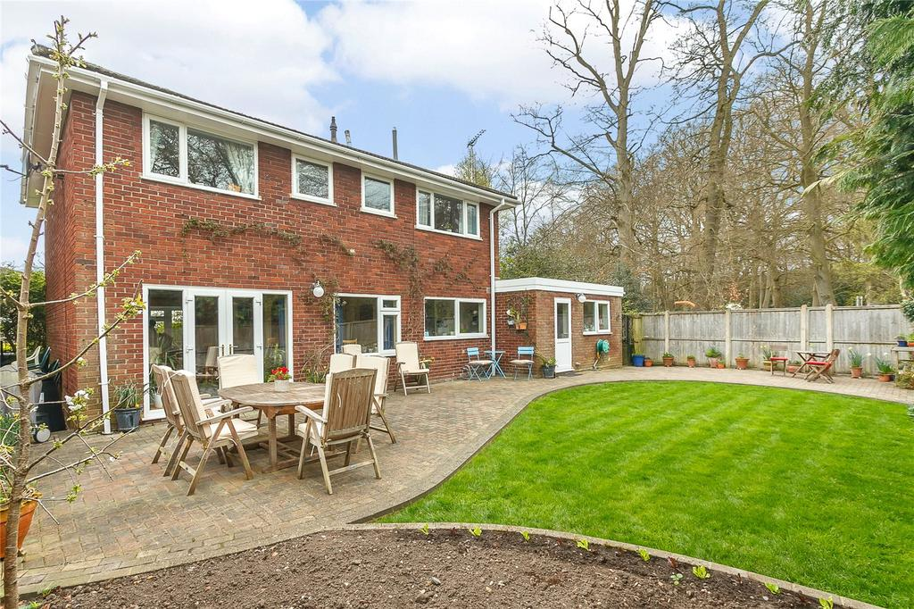4 Bedrooms Detached House for sale in Govett Grove, Windlesham, Surrey