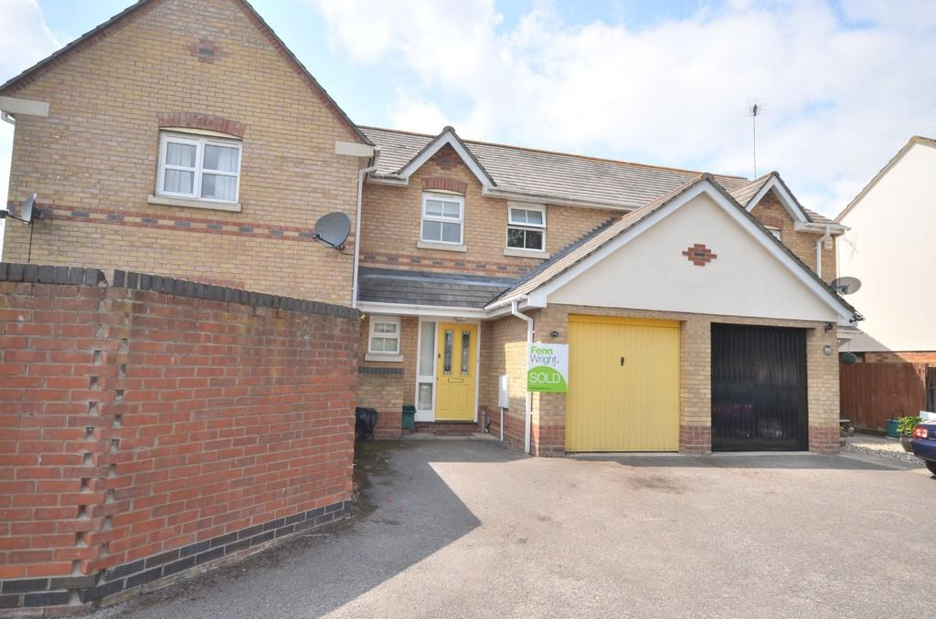 2 Bedrooms Terraced House for sale in Chinook, Highwoods, CO4 9UX