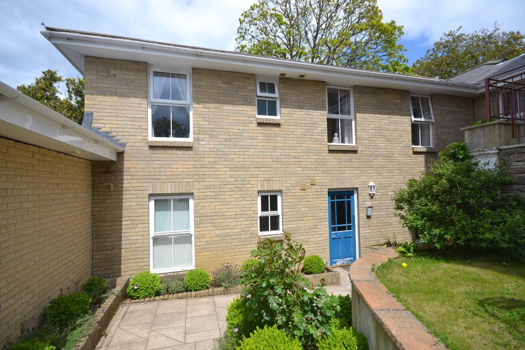 3 Bedrooms Ground Flat for sale in East Hill Road, Ryde