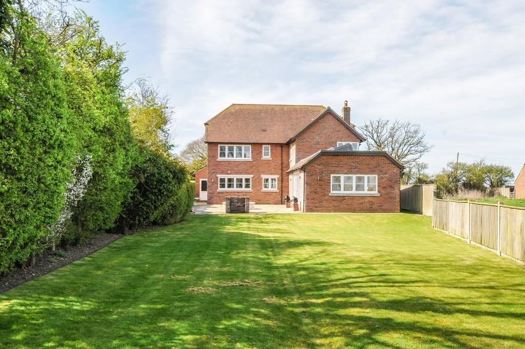 5 Bedrooms Detached House for sale in Upper Norton, nr Pagham Harbour