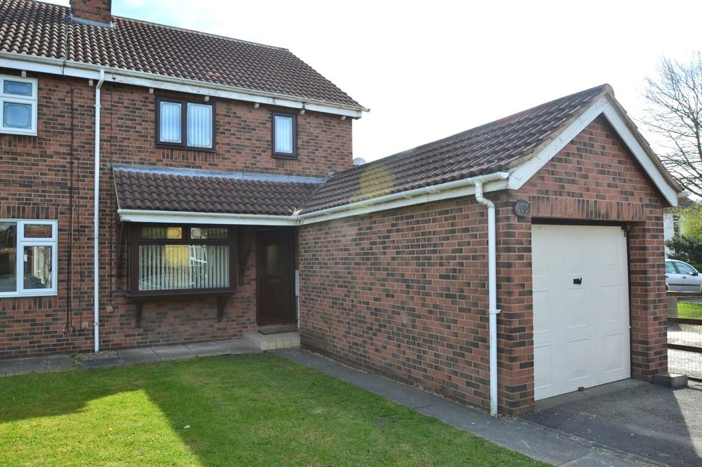3 Bedrooms Semi Detached House for sale in Carr Lane, South Kirkby
